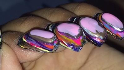 Ja, 116 Schichten Nagellack übereinander sind genauso widerlich, wie du es dir vorstellst