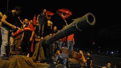 Wie realistisch sind die Verschwörungstheorien zum Putsch in der Türkei?