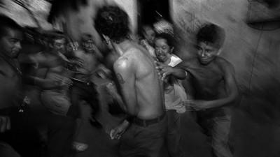 Abbiamo cercato di capire come ci si affilia a una gang latinos in Italia