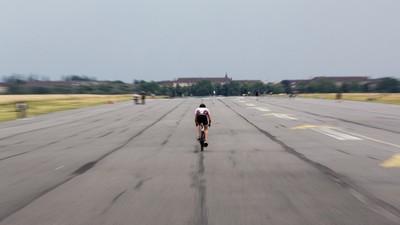 Julian nimmt am härtesten Triathlon der Welt teil – Wir haben probiert mitzutrainieren