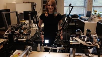 Am încercat să controlez un robot chirurg în timp ce era spart de un hacker