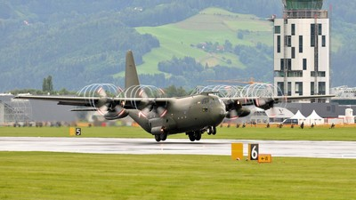 Fragen, die die Abschiebungen mit Hercules-Maschinen aufwerfen