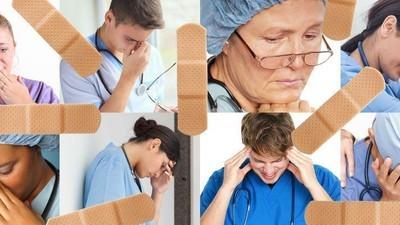 Zdravotní sestry a asistenti nám pověděli o tom, co nejhoršího je v práci potkalo