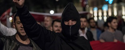 """Wer ist die """"Neue Linkswende"""" und warum demonstriert sie gemeinsam mit türkischen Nationalisten?"""