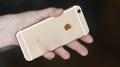 Snowden hat ein Gerät erfunden, das verrät, ob dein Smartphone angezapft wird