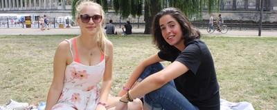 Wir haben Frauen gefragt, wann sie bei Tinder nach rechts wischen