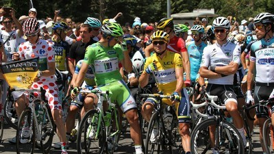 Opgewonden wielrenners Tinderen er op los tijdens de Tour de France