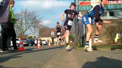 En lektion i smerte fra maratonløberen, der sprintede ind i en pæl med pikken først