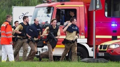 Un 18enne ha ucciso nove persone in un centro commerciale a Monaco, in Germania