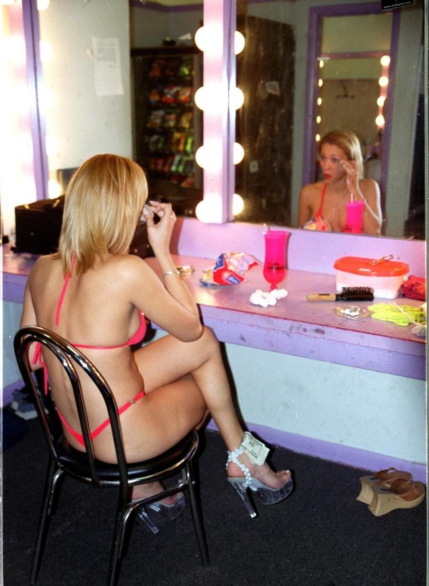 Ongepolijste foto's van opgedofte en opgepompte strippers in Miami