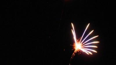 Laten we eens stilstaan bij lullige vuurwerkshows op festivals