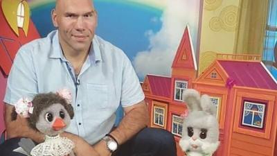 Un campeón de boxeo ruso pasa del ring a la tele infantil