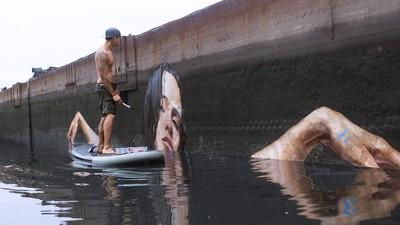 """Sean """"Hula"""" Yoro combina a arte de rua com o paddle surf"""