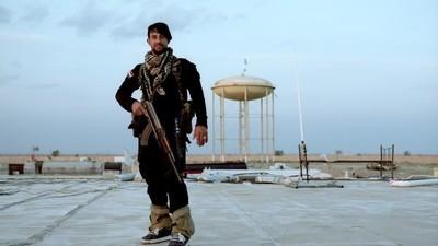 Fotografii cu bărbaţii care au renunţat la carieră ca să lupte împotriva Statului Islamic