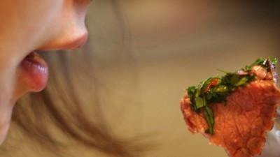 Een veganistisch dieet is goed voor de aarde, maar niet het meest efficiënt