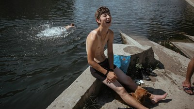 Photos of Romanians Burning in the Summer Heat