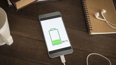 Tre errori da evitare quando ricarichiamo la batteria dello smartphone