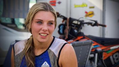 We spraken het enige meisje dat motorcross op Zwarte Cross serieus neemt