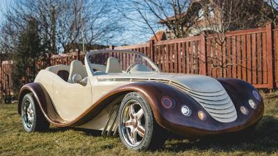 Am vorbit cu românul care i-a fascinat pe nemți cu mașina lui unicat din lemn
