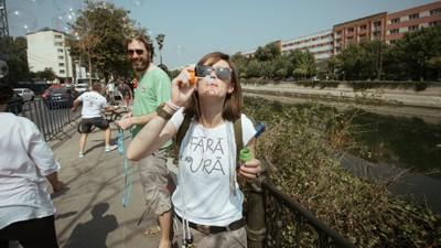 Bucureștenii au petrecut în fața Primăriei, în ciuda Gabrielei Firea care-i trimite în parcuri