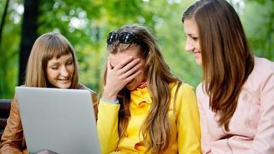 Faalmomenten waarop je crush je online stalkersgedrag ontdekt