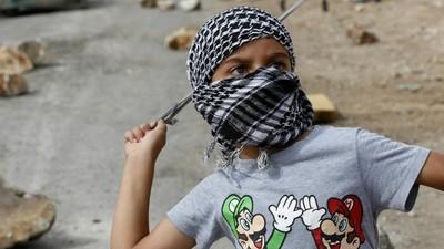 """As guerras no Mundo criaram 300 mil """"crianças-soldado"""""""