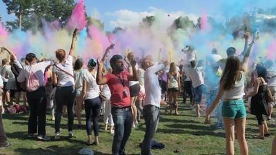Wir waren mit Indern beim deutschen Holi-Festival