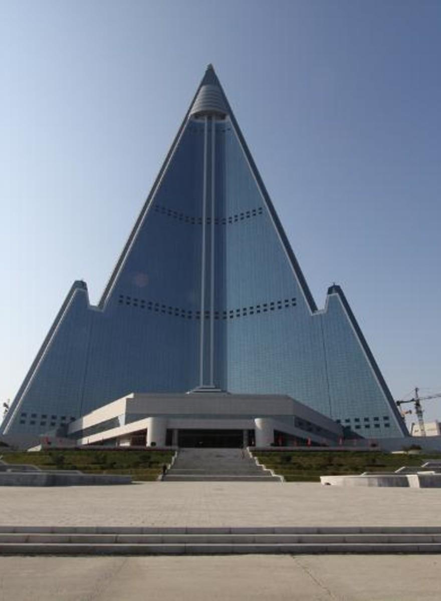 Dentro Ryugyuong, il colossale hotel abbandonato in Corea del Nord