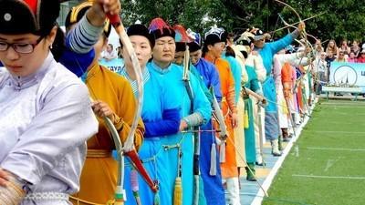 'Llevo a las reinas guerreras en la sangre': las famosas arqueras de Mongolia