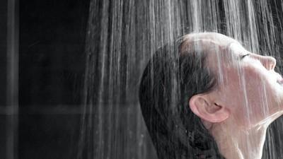Dușul tău dă pe afară de bacterii
