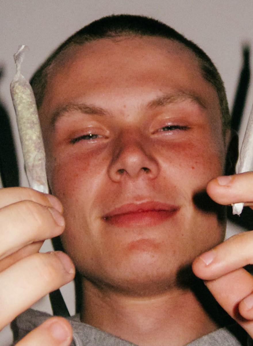 Foto's van jonge stoners die het er nog even van nemen voor het echte leven begint