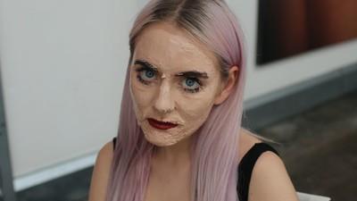Warum zum Teufel schmieren sich YouTuber 100 Schichten Make-up ins Gesicht?