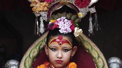Zeițele copile din Nepal care nu au voie să calce pe jos