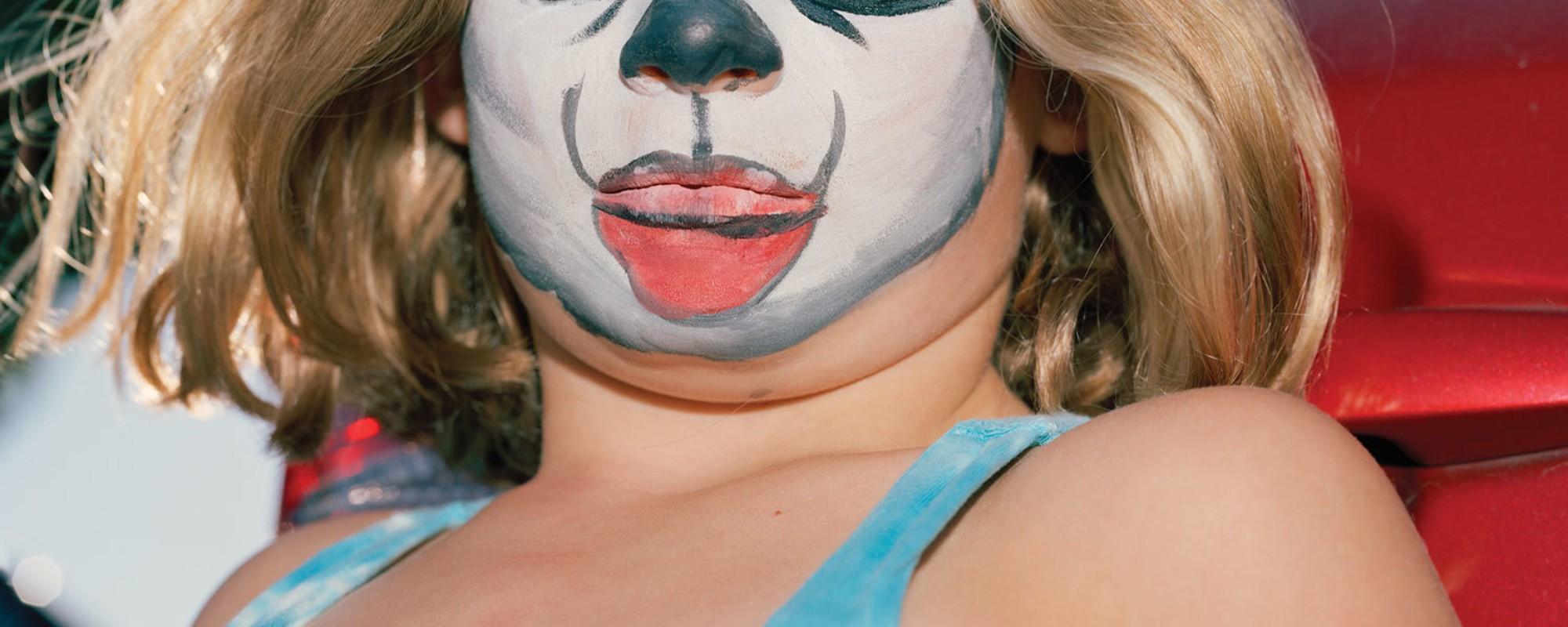 Os retratos de Eva O'Leary são um exame pessoal às questões de identidade e experiência