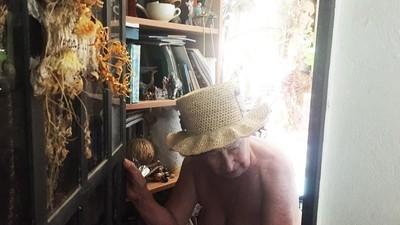 Ich bin mit 74 in eine Nudisten-Kommune gezogen