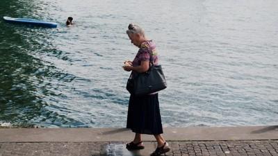 Fotos davon, wie die Leute in Zürich den Sommer überleben