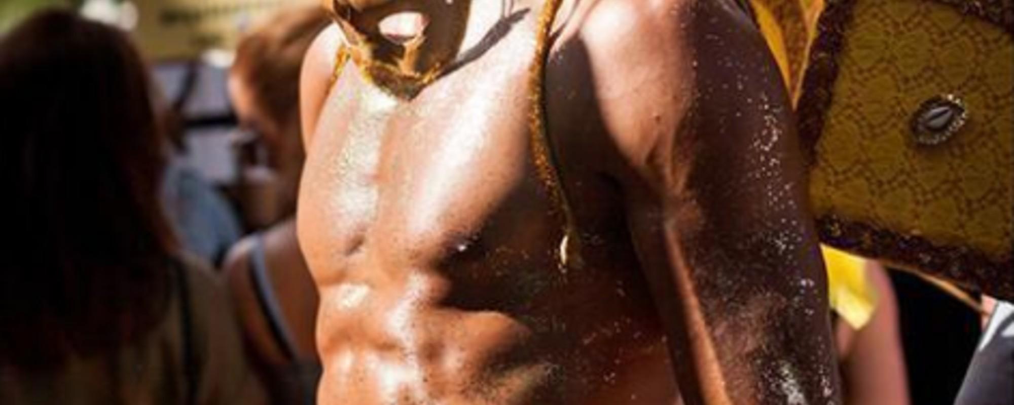 Γυμνό Δέρμα, Πούπουλα και Γκλίτερ: Φωτογραφίες από το Europride στο Άμστερνταμ