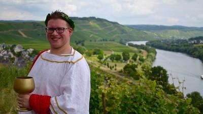 Sven ist die heißeste Weinkönigin ever