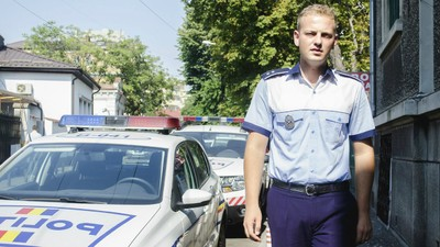 Am vorbit cu unul dintre polițiștii care au reținut-o pe femeia din centrul Bucureștiului