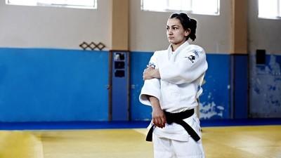 La judoka que salió de las cenizas de la guerra y ganó el primer oro para Kosovo