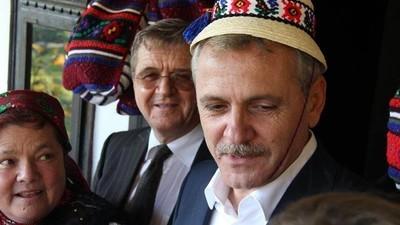 Am pus un frizer să analizeze cât de sexy sunt mustățile și bărbile politicienilor români