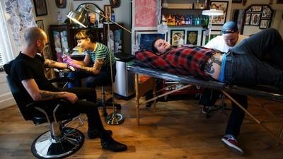 Lições que as pessoas aprenderam com sua primeira tatuagem escrota