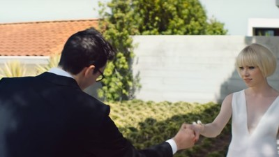 Carly Rae Jepsen e Danny L Harle vivem o sonho médio em novo clipe