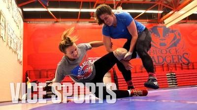La antrenamente cu cea mai bună femeie wrestler din America