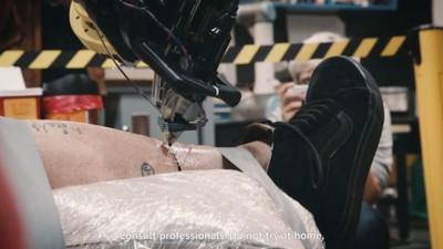 El robot tatuador acaba de hacer su primer tatuaje