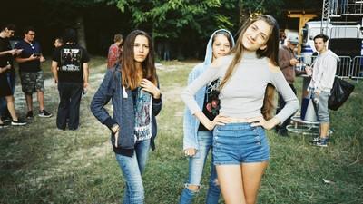 Fotografii cu fanii Subcarpați care petrec la cel mai tare concert din istoria orașului Novaci