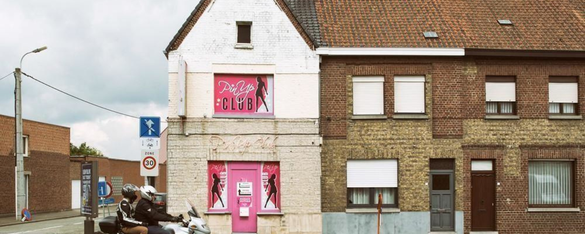 Her er nogle virkelig deprimerende billeder af trøstesløse bordeller i Belgien