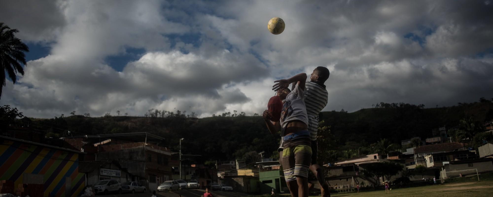 Pipa, futebol e xadrez na comunidade Chacrinha durante a Rio 2016