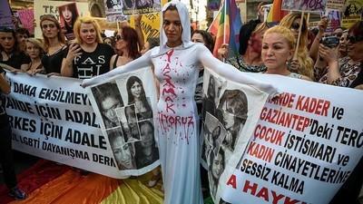 Indignação na Turquia depois que uma transativista foi estuprada e queimada viva