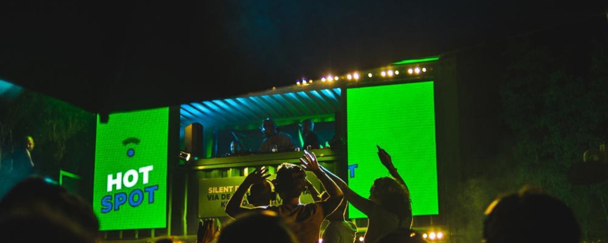Uitbundige foto's van de uitbundige KPN Mobile Disco op Lowlands